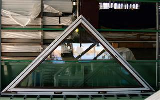 Окно треугольник